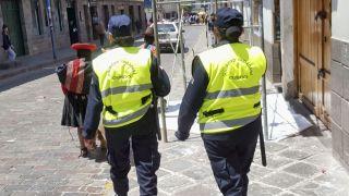 cus_llama_police